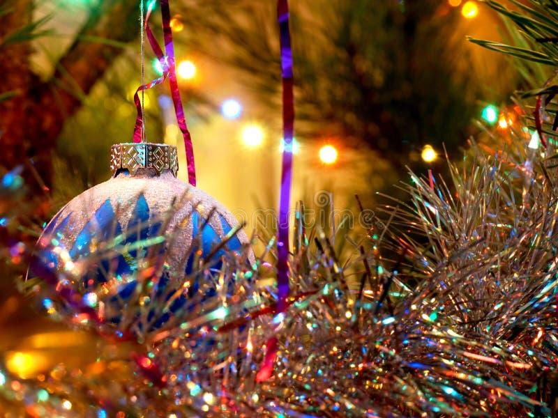 假日新年,圣诞树,球,圣诞树装饰品 免版税库存照片