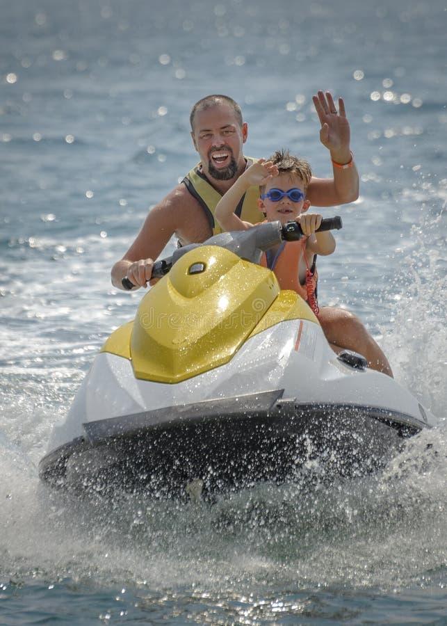 假日水上运动金黄沙子瓦尔纳 库存图片