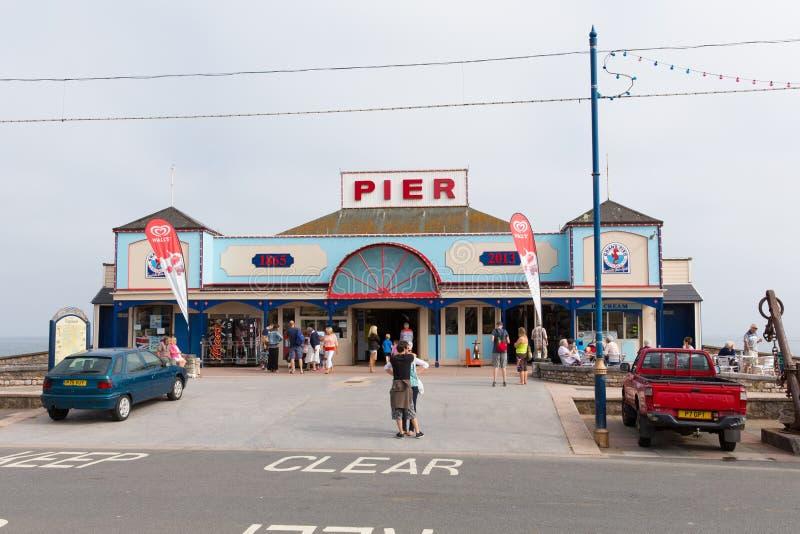 假日游客Teignmouth码头德文郡英国英国 库存照片