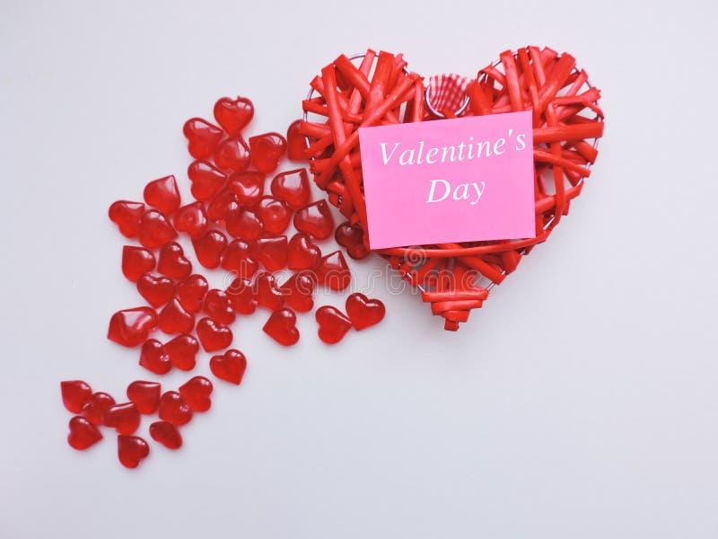 假日甜点、花、礼物、时刻的爱和幸福的恋人的仓促销售 免版税图库摄影