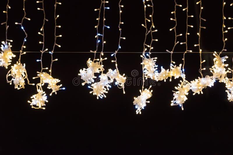 假日背景的圣诞节黄灯 免版税图库摄影
