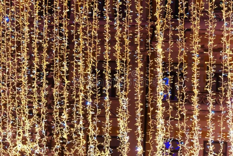 假日背景的圣诞节黄灯 库存图片