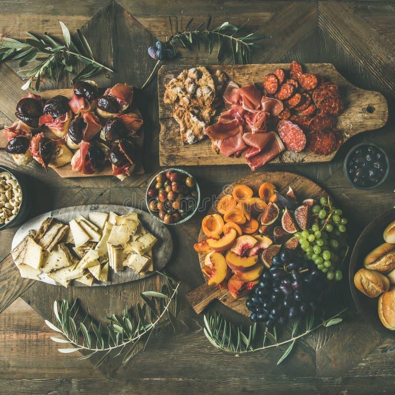 假日,党,家庭饭桌集合,方形的庄稼平位置  免版税库存照片