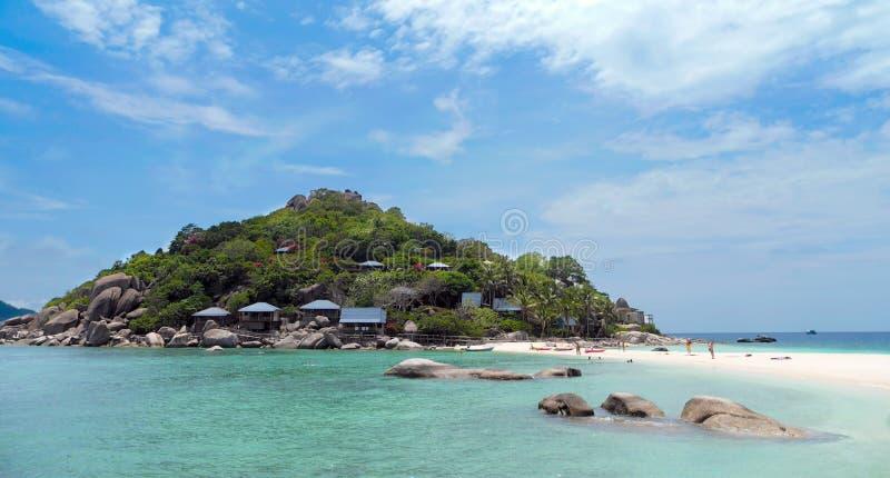 假期在一个热带海岛上的一个晴天 库存图片