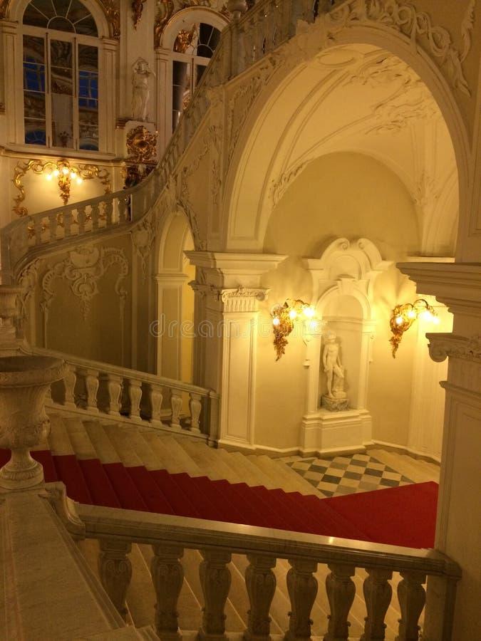 偏僻寺院的主要楼梯的看法 库存图片