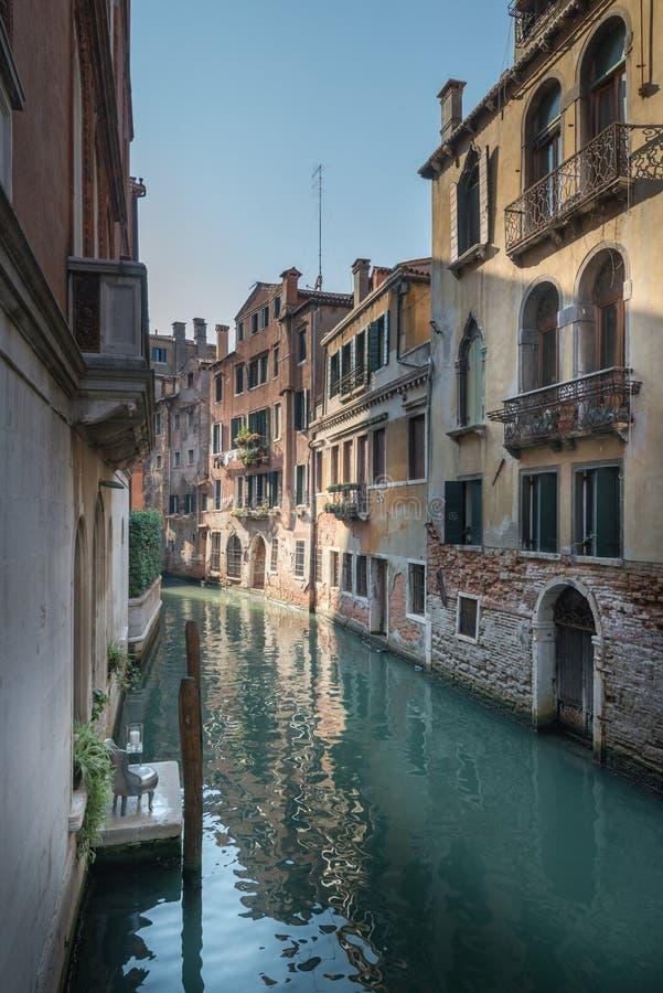 偏僻的椅子在威尼斯 库存照片