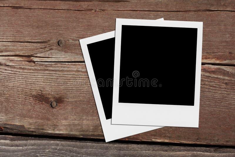 偏正片空白的照片 在木头的葡萄酒框架 免版税库存图片