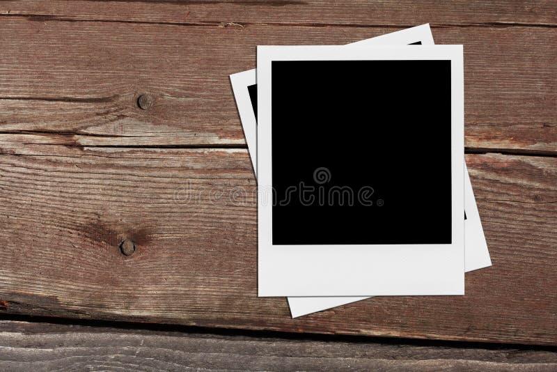 偏正片空白的照片 在木头的葡萄酒框架 库存照片