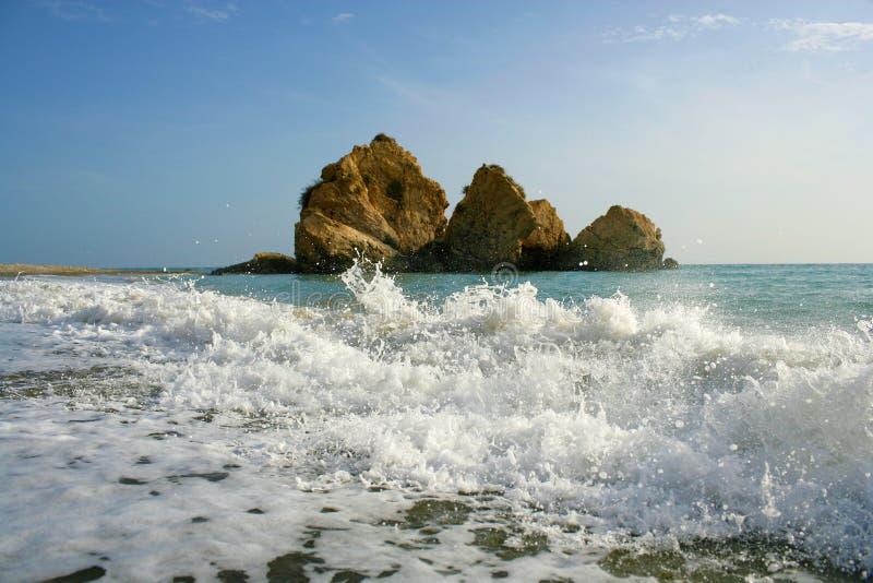 偏僻的岩石在离塞浦路斯的海岸的附近 图库摄影
