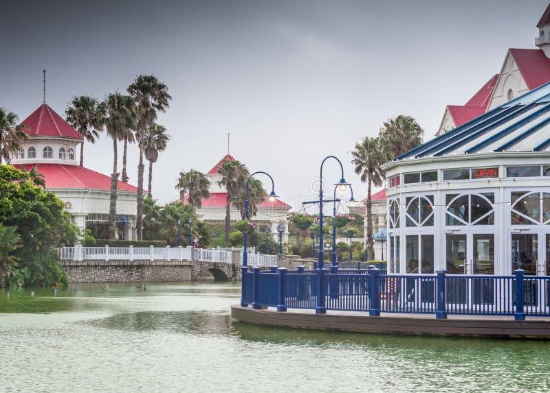 偏僻的池塘和灯笼在一个雨天 免版税库存照片