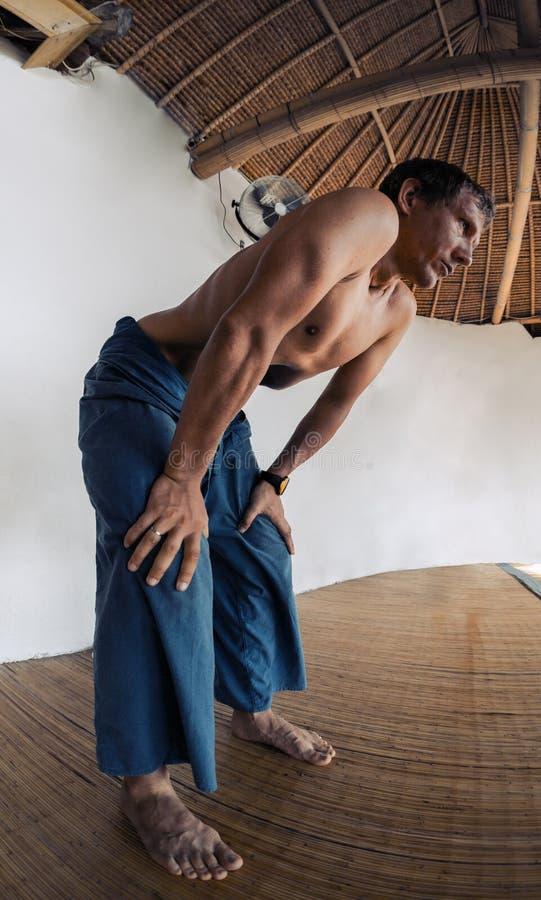 做一呼吸的锻炼的青年人 图库摄影