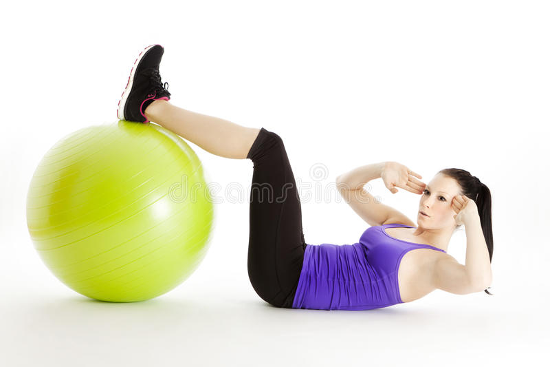 与健身房球的锻炼 免版税库存图片
