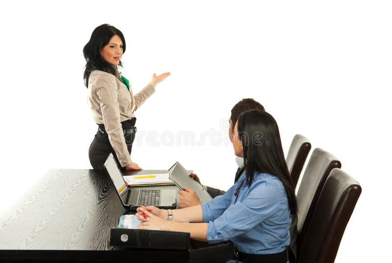 做介绍妇女的商业 免版税库存图片