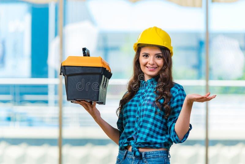 Download 做住所改善的少妇 库存图片. 图片 包括有 安全帽, 女孩, 工具箱, 商业, 平面, 布琼布拉, 女性 - 72363541