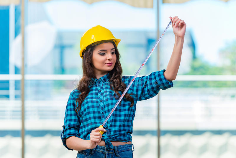 Download 做住所改善的少妇 库存照片. 图片 包括有 建筑, 女孩, 维护, 工具箱, 承包商, 内部, 管道工, 女实业家 - 72363646