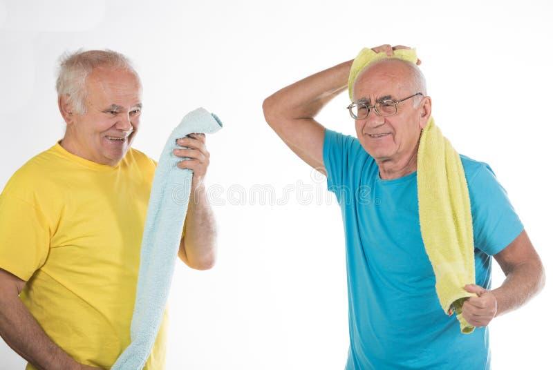 做体育的两名老人 库存照片
