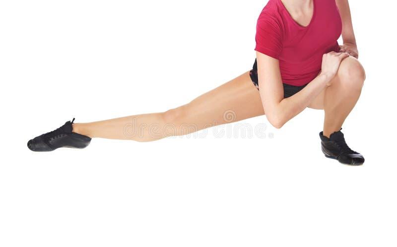 做健身的妇女舒展execrise 免版税库存照片