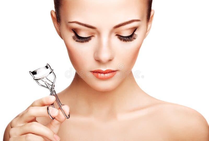 做卷毛睫毛的美丽的妇女画象。美好的wom 图库摄影