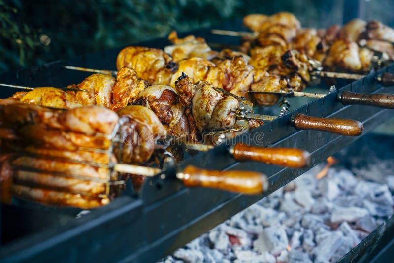 做各种各样的红肉,新和未加工的红肉准备 库存图片