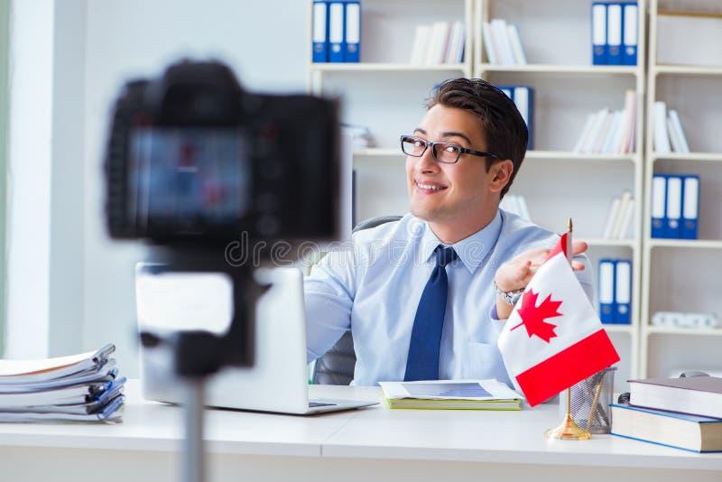 做在加拿大移民的博客作者webcast对加拿大 免版税库存照片