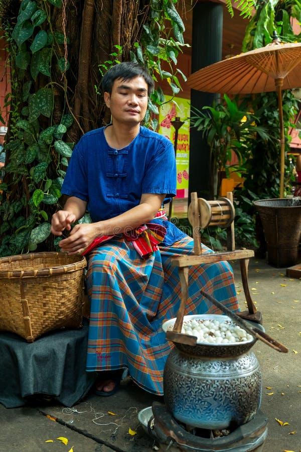 做在吉姆汤普森的议院博物馆的Thail丝绸 库存照片