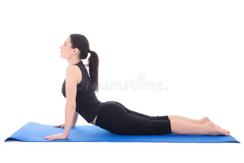 做在地板上的美丽的运动的妇女锻炼隔绝在w 库存照片