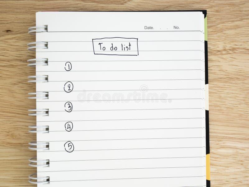 做在笔记本的名单 免版税库存图片