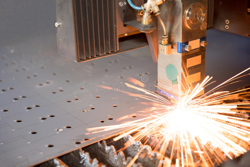 做在金属板的工业激光孔 免版税图库摄影