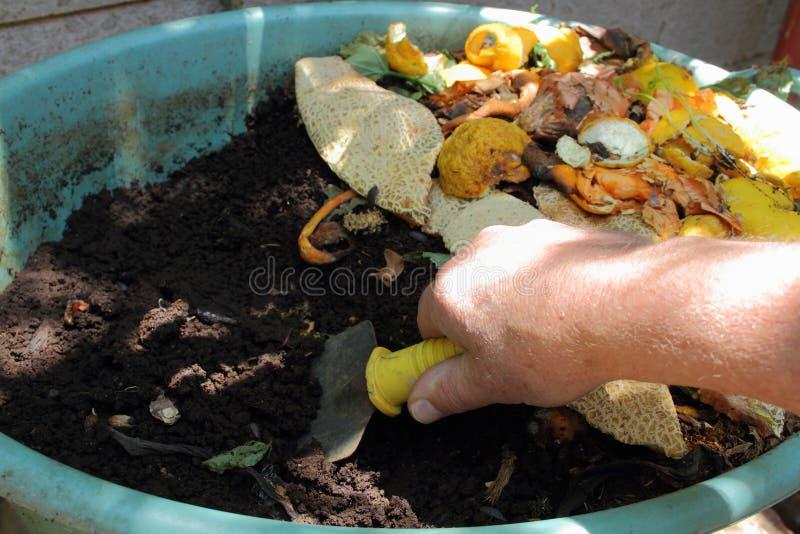 做天然肥料由住宅蚯蚓农场 库存图片