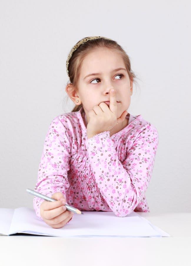 做女小学生的家庭作业 免版税库存图片