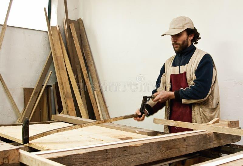 做家具的木匠 免版税库存图片