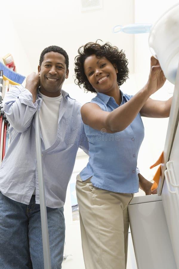 做家务的夫妇 库存照片