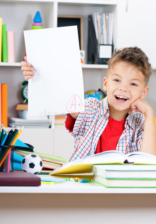 做家庭作业的男孩 库存照片