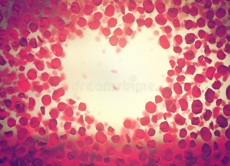 做心脏的玫瑰花瓣在浪漫天空塑造 皇族释放例证