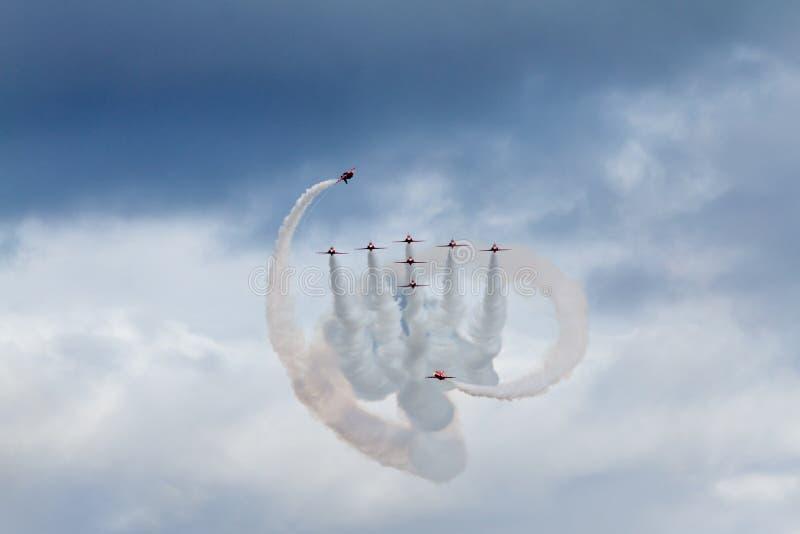 做扭转者的皇家空军红色箭头 免版税库存图片