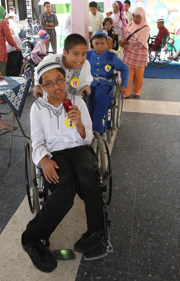 做时装表演的残疾孩子 免版税库存图片