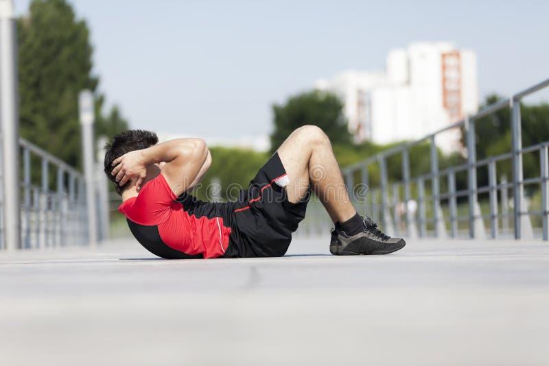 做有些abdominals的运动员 库存图片