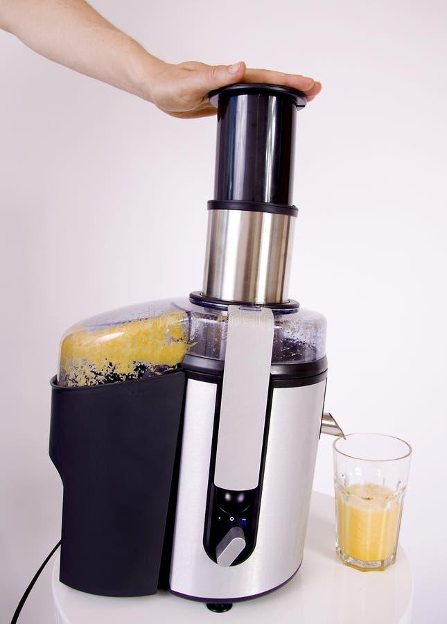 做桔子的汁液榨汁器 免版税库存图片