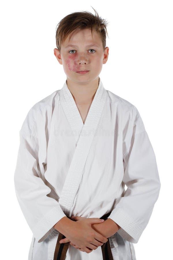 做武道的十几岁的男孩 免版税库存图片