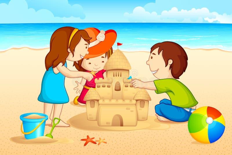 做沙子城堡的孩子 皇族释放例证