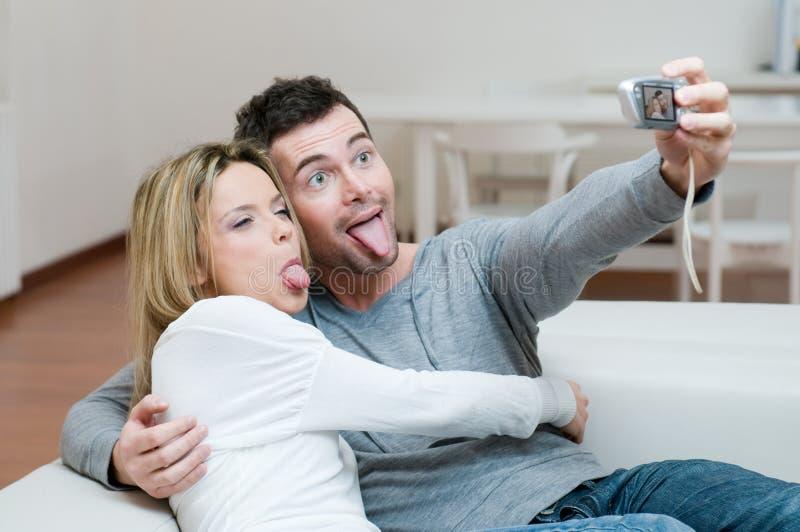 做照片年轻人的夫妇表面 库存照片