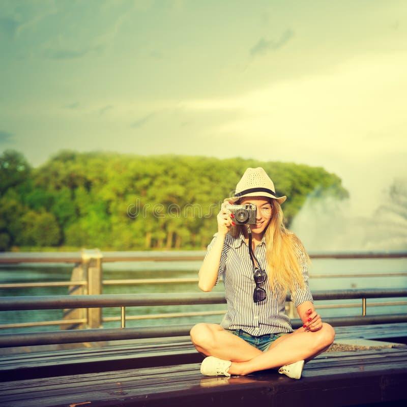 做照片的年轻行家女孩画象  库存图片