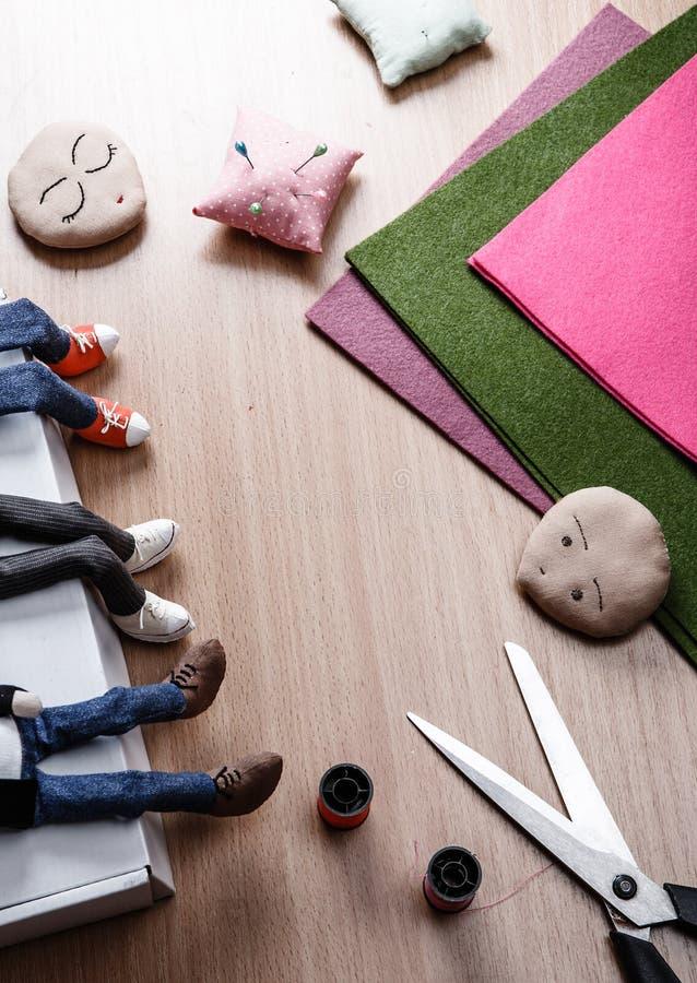 做玩偶的过程 免版税图库摄影