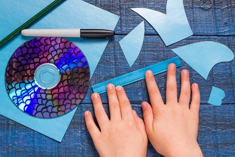 做玩具鱼由CD 手工制造children& x27; s项目 免版税库存图片