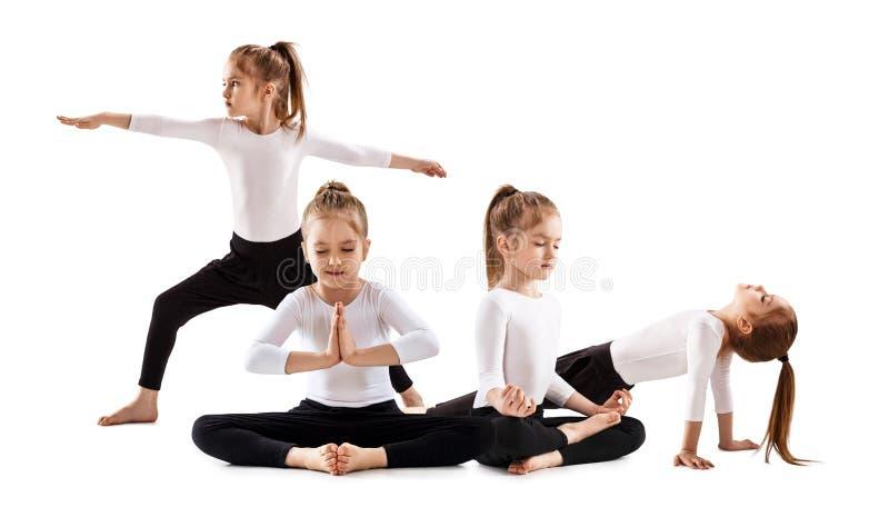 做瑜伽锻炼的逗人喜爱的小女孩拼贴画  免版税库存图片