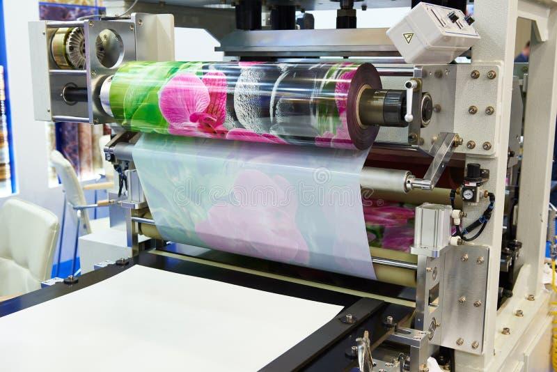 做的塑料胶膜机器与印刷品 库存图片