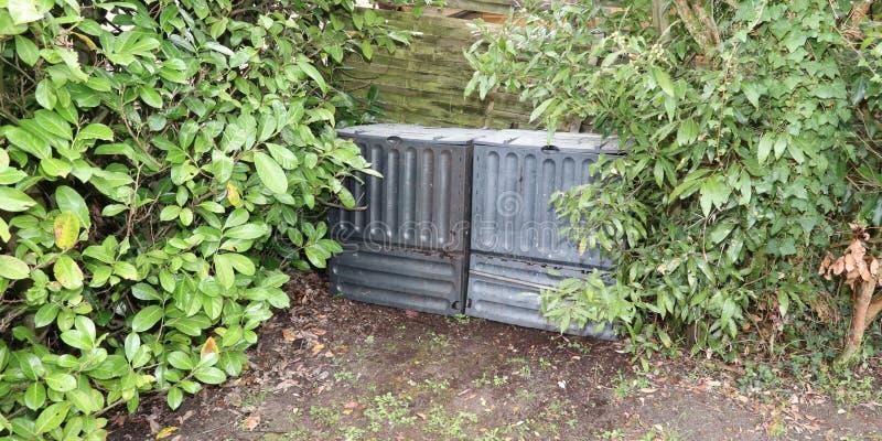 做的天然肥料塑料混合肥料箱由绿色废物 免版税库存照片