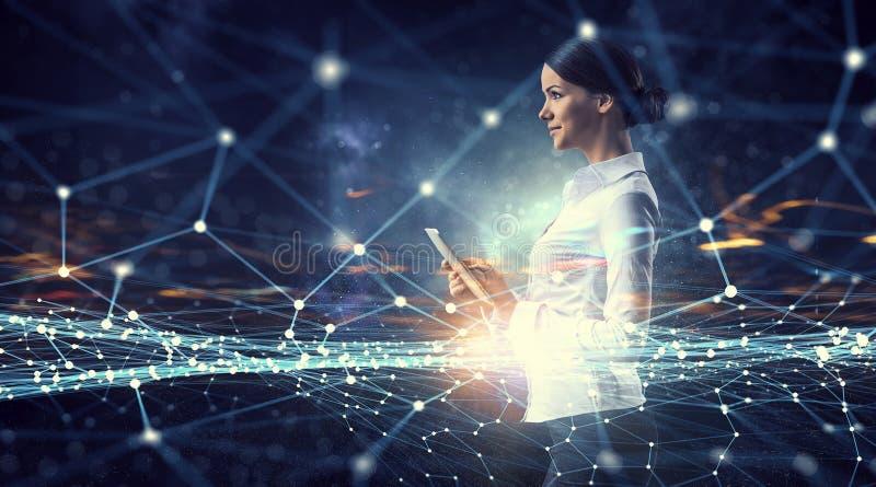 做研究的妇女科学家 混合画法 免版税图库摄影