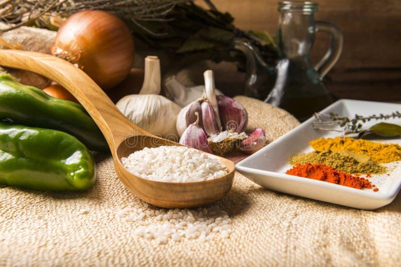 做米的成份炖与菜和香料 库存图片