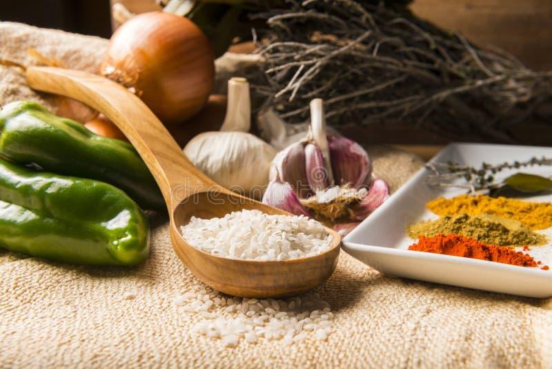 做米的成份炖与菜和香料 免版税库存照片